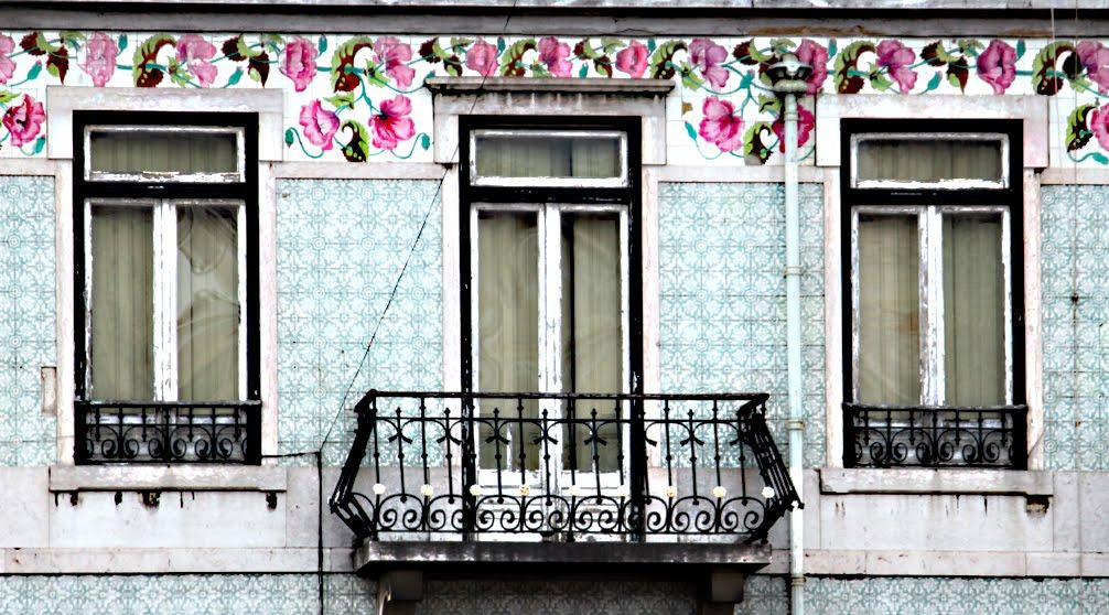 tile facade lisbon
