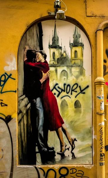 Prague street art, kising couple, U Lužického semináře