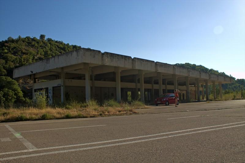 Obrovac, abandoned building