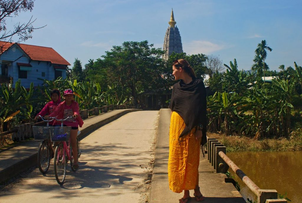 Tina looking at girls just outside Huế (near Huyền Không Temple)