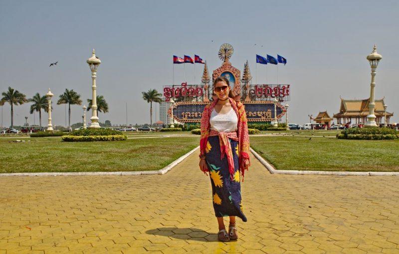 Posing in front ot the King's monument in Phnom Penh, Cambodia