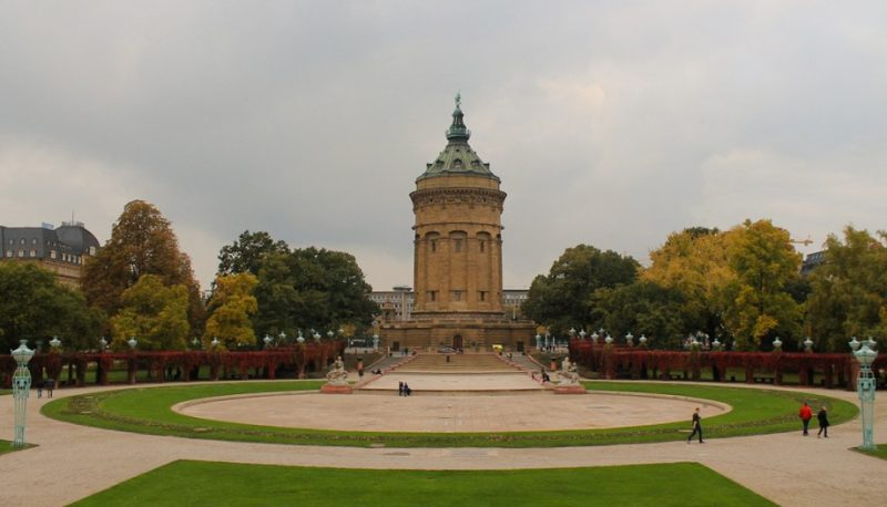 Mannheim Wasserturm in autumn