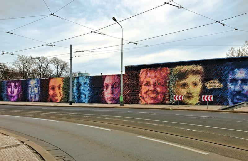 Prague streetart, Argentinská, faces