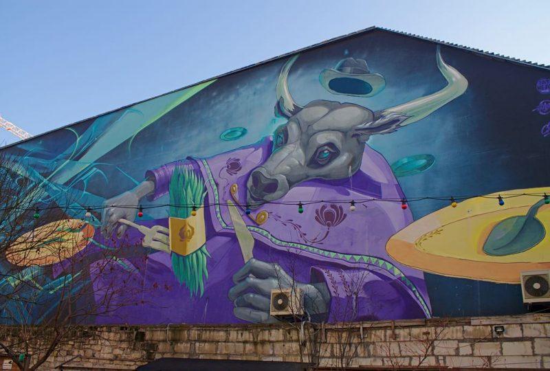 Budapest streetart: a skull eating asparagus