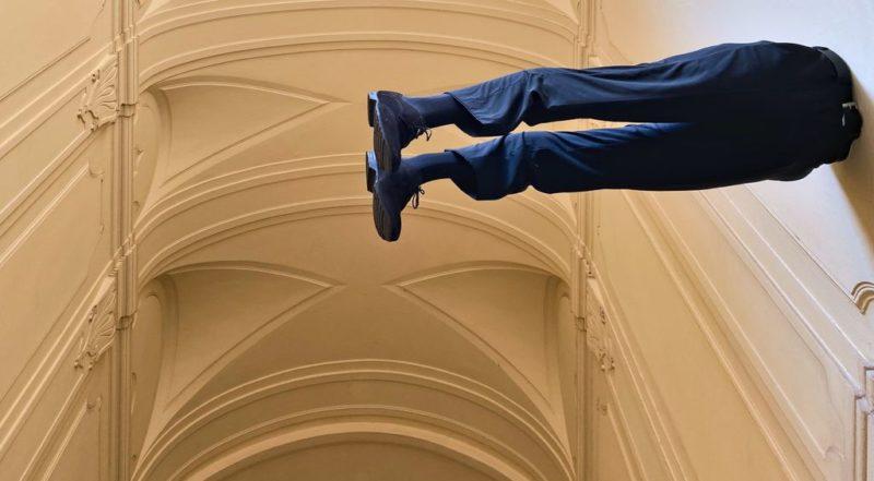 Man in wall, Museum Montanelli, Prague